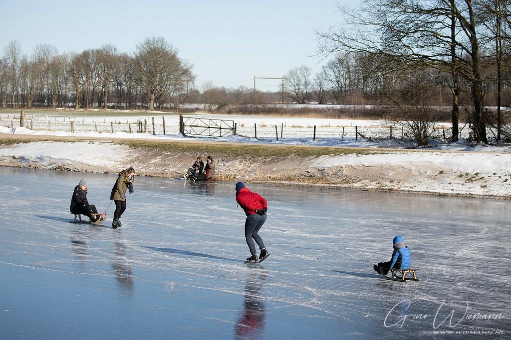 Schaatsen op het kanaal 13 februari 2021 Marsdijk Assen - Gino Wiemann